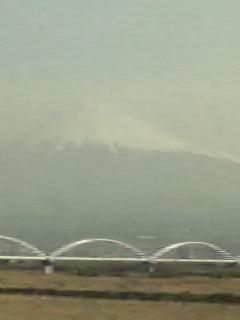 コントラストの弱い富士山(多分黄砂の影響)