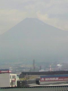 2ヶ月ぶりの富士山は真っ黒