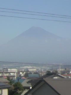秋霞のなか、久々の富士山